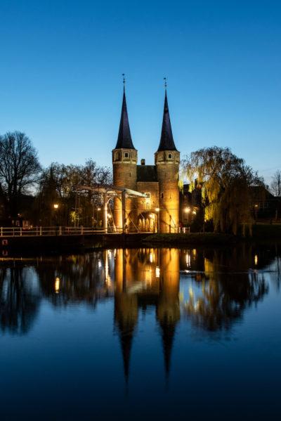 Delft, De Oostpoort bij avondlicht