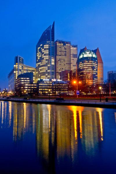 Den Haag, ministeries bij avondlicht